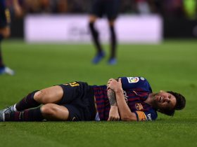 http://www.superkora.football/News/2/112260/ميسي-يغيب-3-أسابيع-عن-برشلونة-ولن-يلحق-بالكلاسيكو