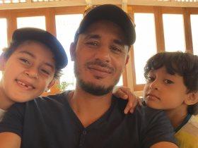 طارق السيد نجم الزمالك الأسبق برفقة أبنائه