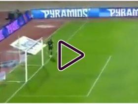 أحمد الشناوى يخطأ خلال مباراة بيراميدز والإسماعيلى