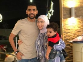 مؤمن زكريا مع زوجته وابنه