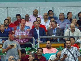 الخطيب أثناء متابعة مباراة الأهلى والمقاولون