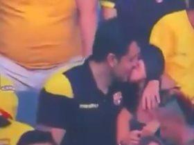قبلة في الدوري الإكوادوري تتسبب في كشف خيانة زوجية