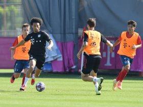 ساني والفريق يظهران مهاراتهم في المباراة التدريبية لبايرن ميونخ ضد الشباب